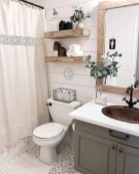Lovely Farmhouse Bathroom Makeover Ideas To Try Right Now 37