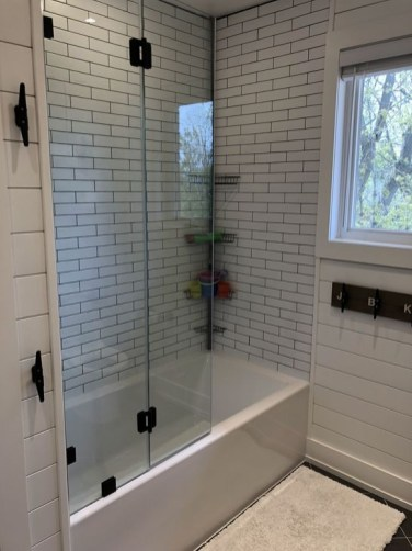 Lovely Farmhouse Bathroom Makeover Ideas To Try Right Now 45