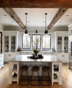 Unordinary Farmhouse Kitchen Ideas For Your House Design 34