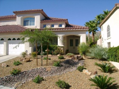 Unusual Front Yard Landscaping Design Ideas That Looks Great 38