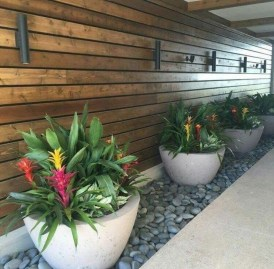 Unusual Front Yard Landscaping Design Ideas That Looks Great 45