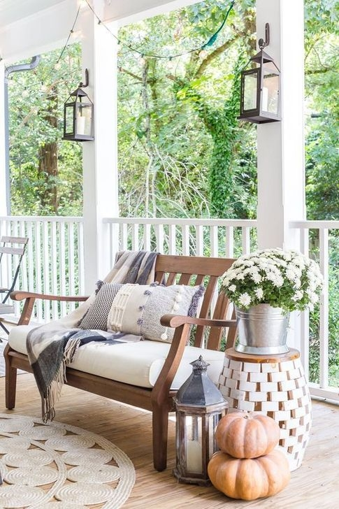 Extraordinary Fall Porch Ideas That Will Be Surely Comfortable 27