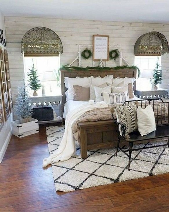 Trendy Farmhouse Master Bedroom Design Ideas 37