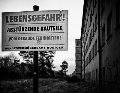 Lebensgefahr Abstürzende Bauteile by jeanette-dobrindt_pixelio.de