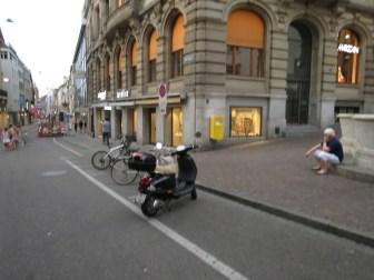 Strasse vom Brunnen zum roten Rathaus in Basel