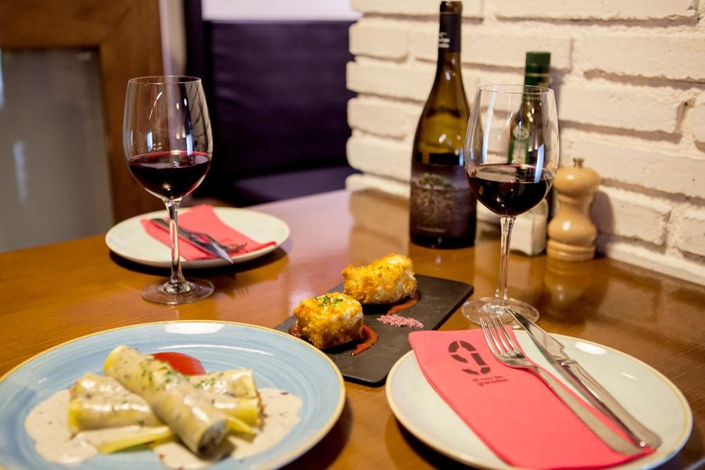 canelones y croquetas, mesa 1-2