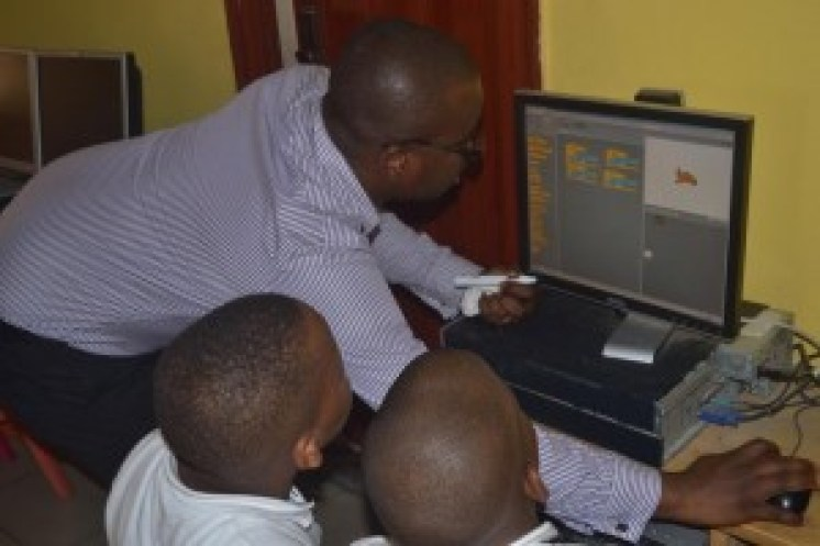 teaching primary school pupils programming and coding using Scratch