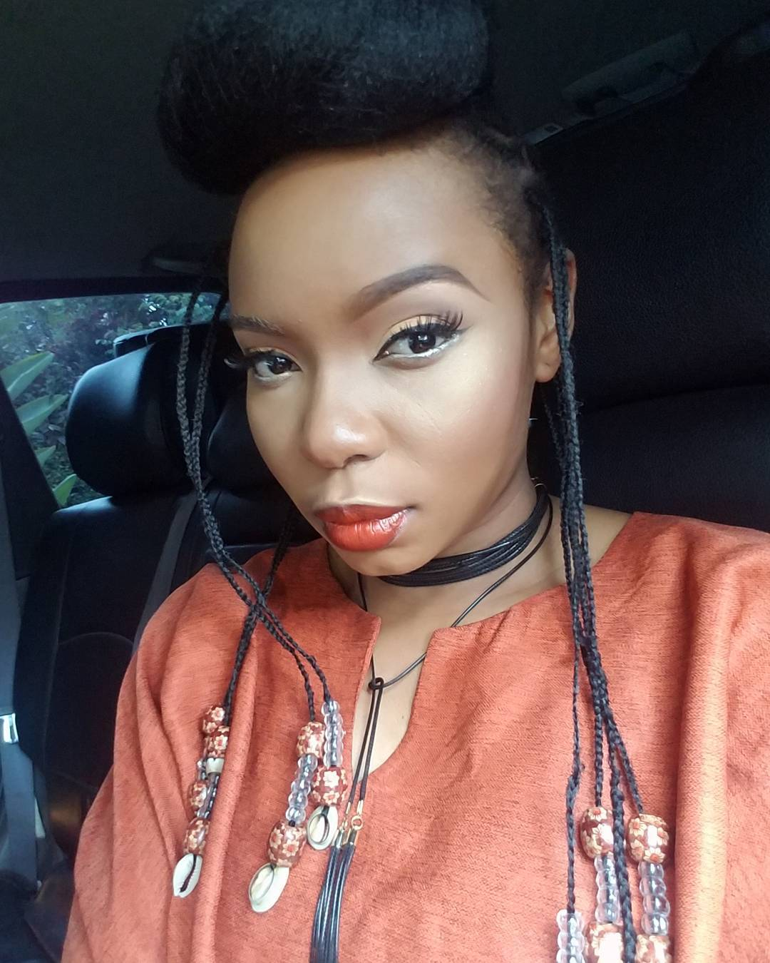 Check Out Yemi Alade As She Rocks Agbada With Makeup