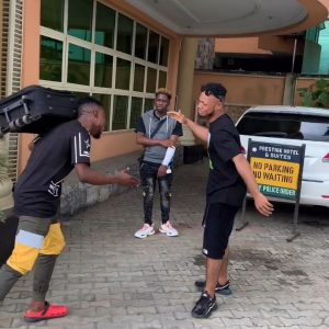 Download Comedy Video:- De General And Poco Lee – The Hand Shake