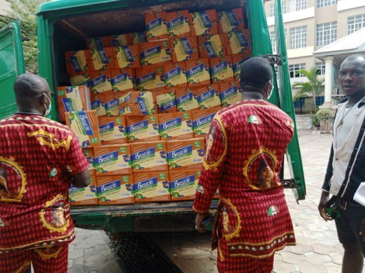 Senator Stella Oduah Shares Food Items In Anambra 13