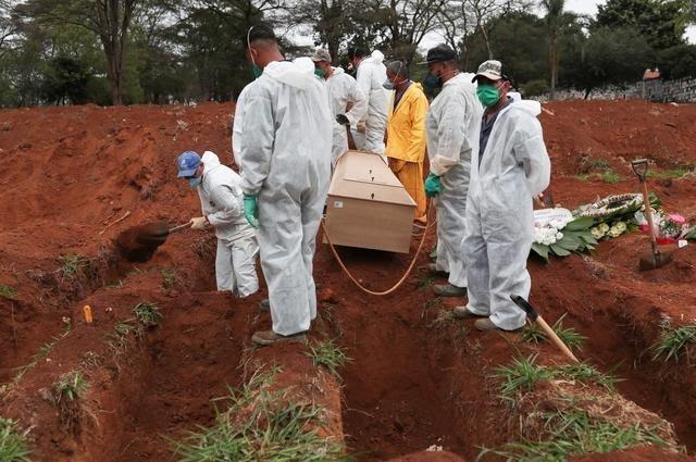 Brazil Sees Over 1,000 New Coronavirus Deaths, Cases Top 1.8 million 2