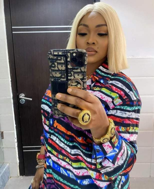 Mercy Aigbe has taken to social media to make a fashion statement after showing off her expensive acquisitions: a gold Versace ring and bangle.