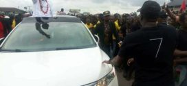 See the crowd that welcomed Nnamdi Kanu in Port Harcourt today (Photos)