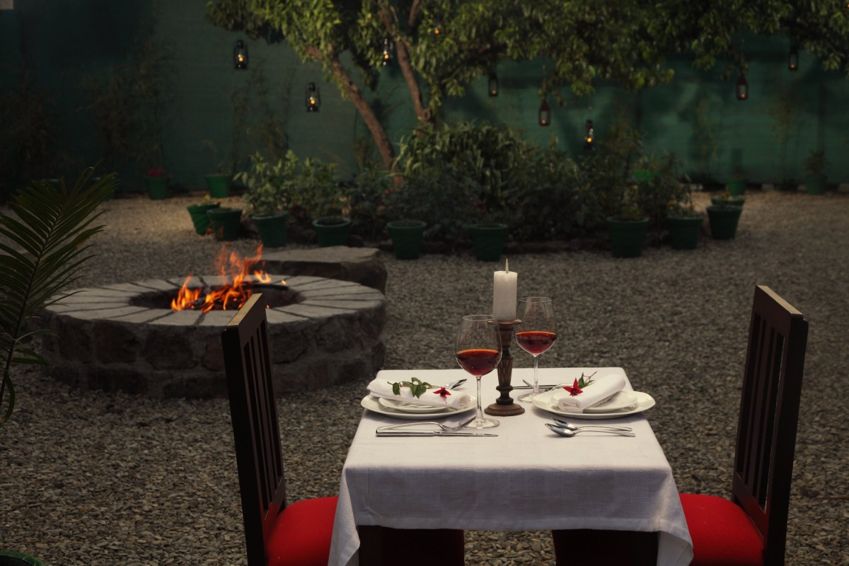 source: http://www.bhikampurlodge.in/wp-content/uploads/2013/07/l-12-A-romantic-dinner-for-two.jpg