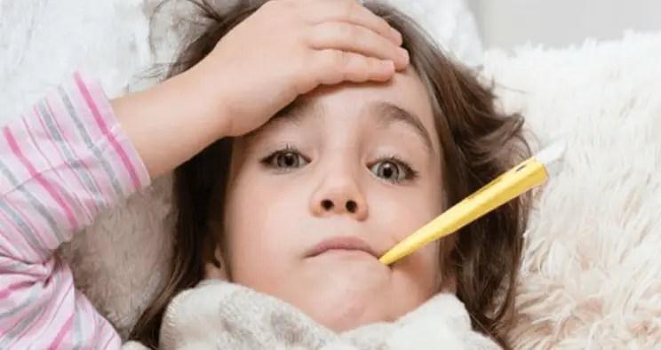 ما هي أسباب ارتفاع درجة حرارة الطفل؟
