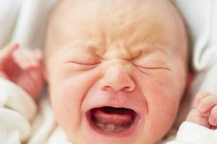 أعراض الإصابة بأمراض رجفة الأطراف لدى الأطفال الرضع