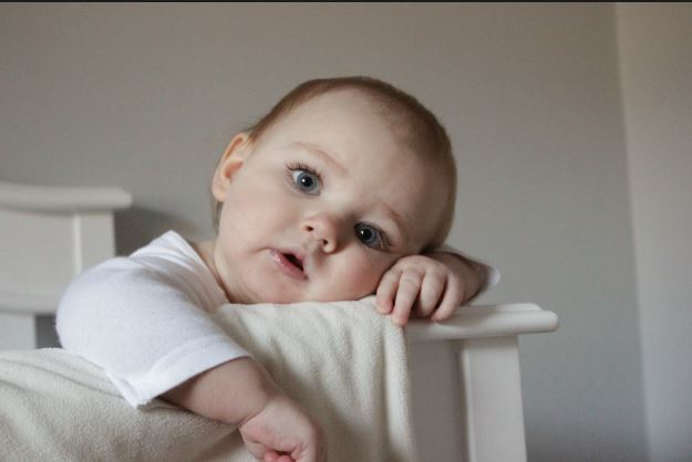أسباب ترجيع الحليب من الأنف عند الأطفال