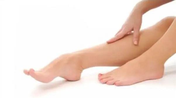 العادات الخاطئة والوضعيات التي تزيد من حدوث الشد العضلي في الساق لدى الحامل