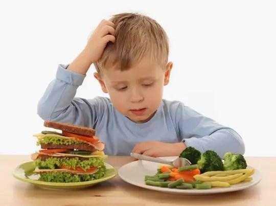العناصر الغذائية اللازمة لنمو طفلك