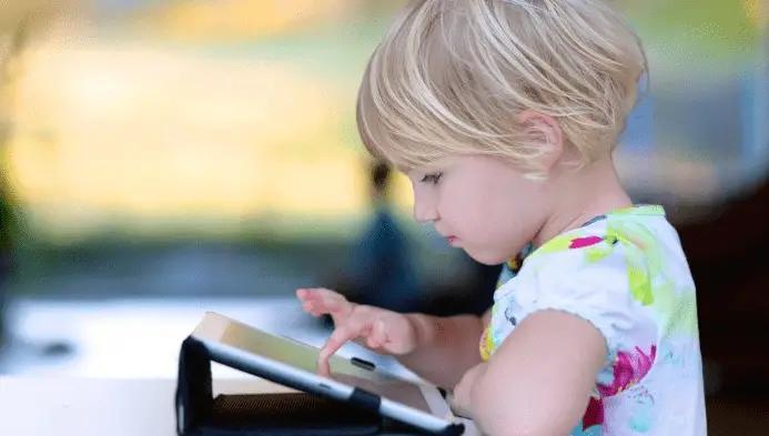 ما هي المخاطر الحقيقية للإنترنت وكيف نحمي أبنائنا منها؟