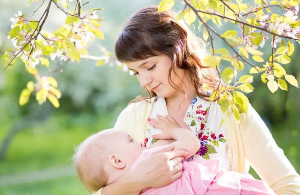 حليب الام مكوناته وفوائده للرضيع