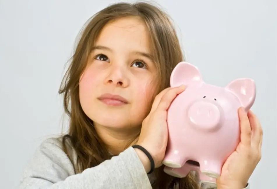 كيف تعلم طفلك تقدير قيمة المال دون أن يتعلم البخل