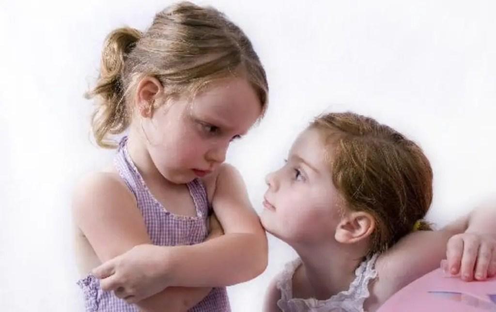 التغلب على مشكلة الغيرة بين الأطفال