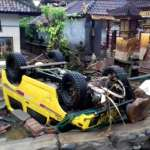 Tsunami kills at least 62 in Indonesia, injures hundreds