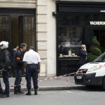 Armed robbers in Paris
