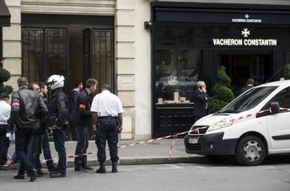 Armed robbers in Paris