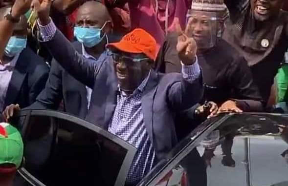 Obaseki in entourage to PDP headquarters