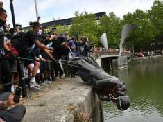 UK protesters topple statue of slave trader Edward Colston in Bristol 2