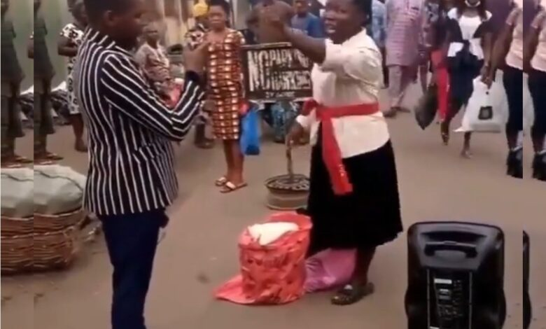 """VIDEO- Drama as woman confronts pastor in Lagos, calling him """"Ashewo pastor"""""""