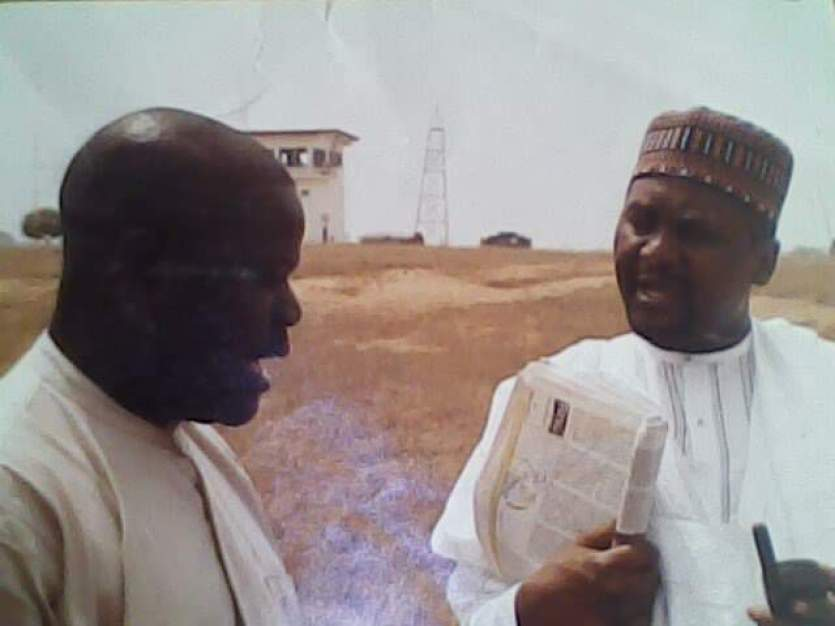 Richard Odusanya with Aliko Dangote discussing a project