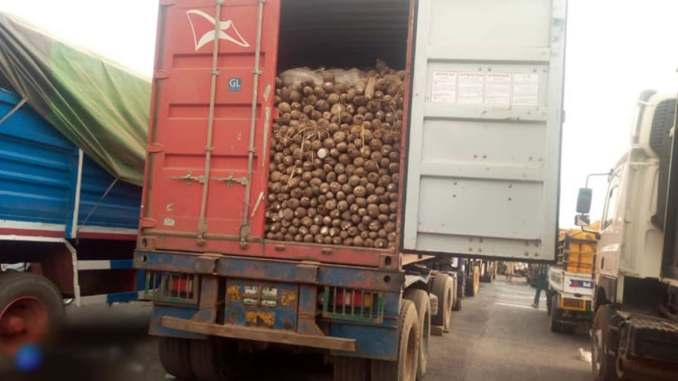 Trucks blocked from supplying food to the south