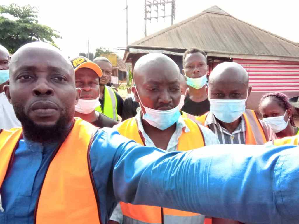 9News Nigeria Senior Imo Correspondent Observe As Umuoma Nekede kick-roll the dice on Evacuation of Waste & Refuse management in their Community