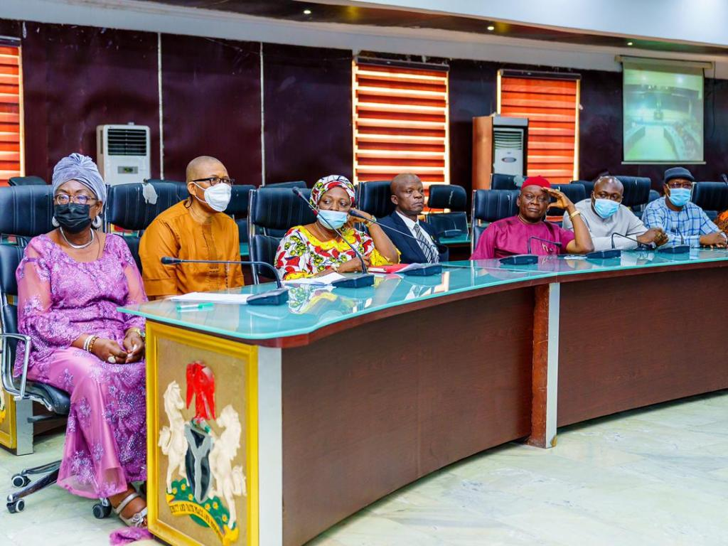 Yesterday, Governor Uzodinma received the Governing Council of Alvan Ikoku Federal College of Education (AIFCE) Owerri led by Mrs. Emehelu Regina, on a courtesy call