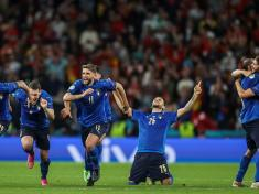Italy advance to Euro 2020 final after shootout win over Spain