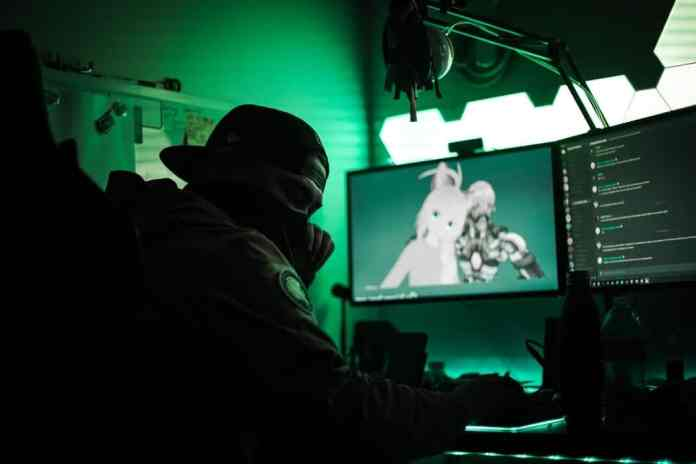 """Chines Police Found """"World's Biggest"""" Video game Cheating Ring $750 million dollar"""