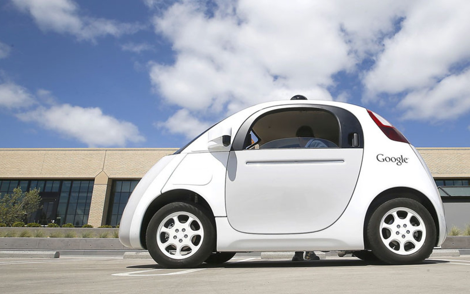 Google self-driving cars would have caused 10 accidents in 2015 without test drivers taking control