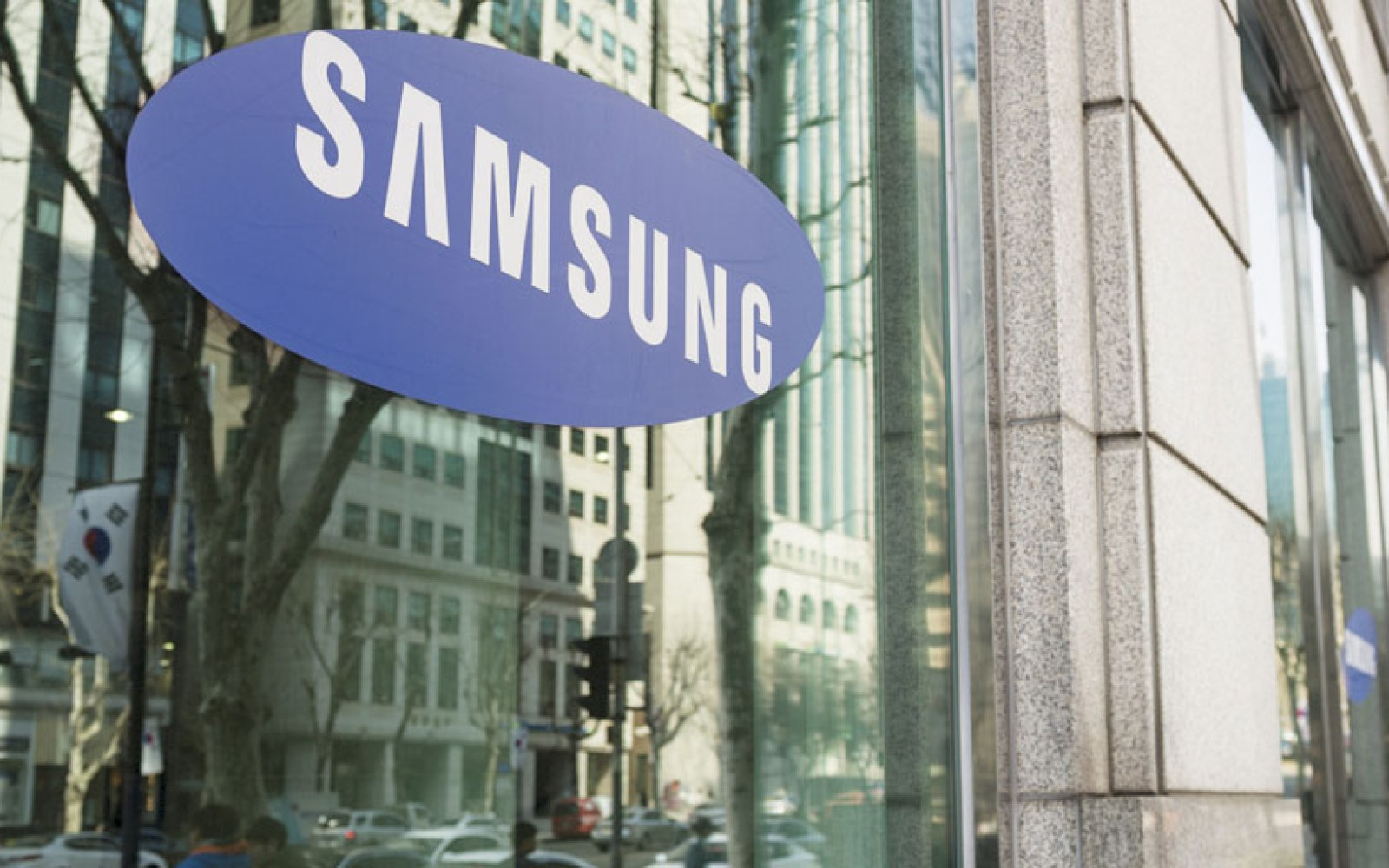 Latest U.S. smartphone market numbers show Apple in the lead, but Samsung is catching up