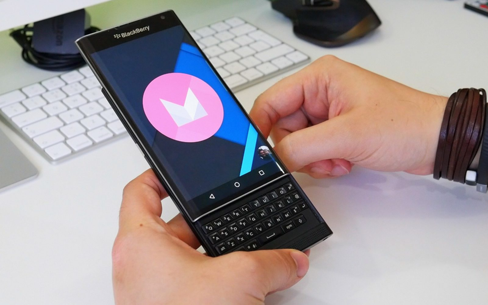 Hands-on: Everything new with BlackBerry PRIV running Android