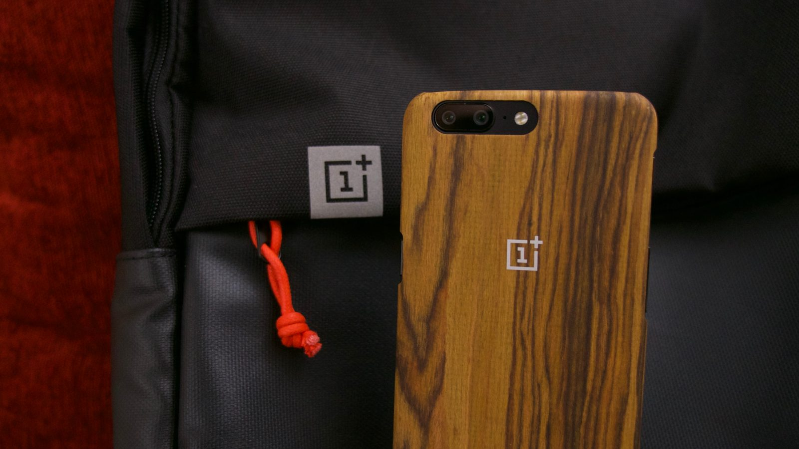 new styles 12f22 f6a58 OnePlus 5 unboxing: Hands on with its dual cameras, Style Swap ...