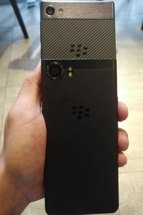 BlackBerry_Krypton_2