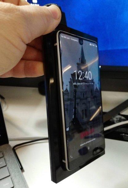 essential-phone-charging-dock2