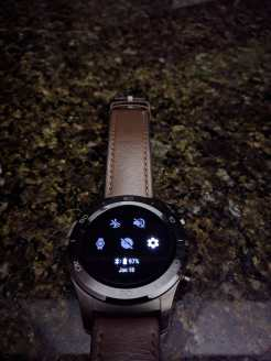 android-wear-2-8-black-theme-1