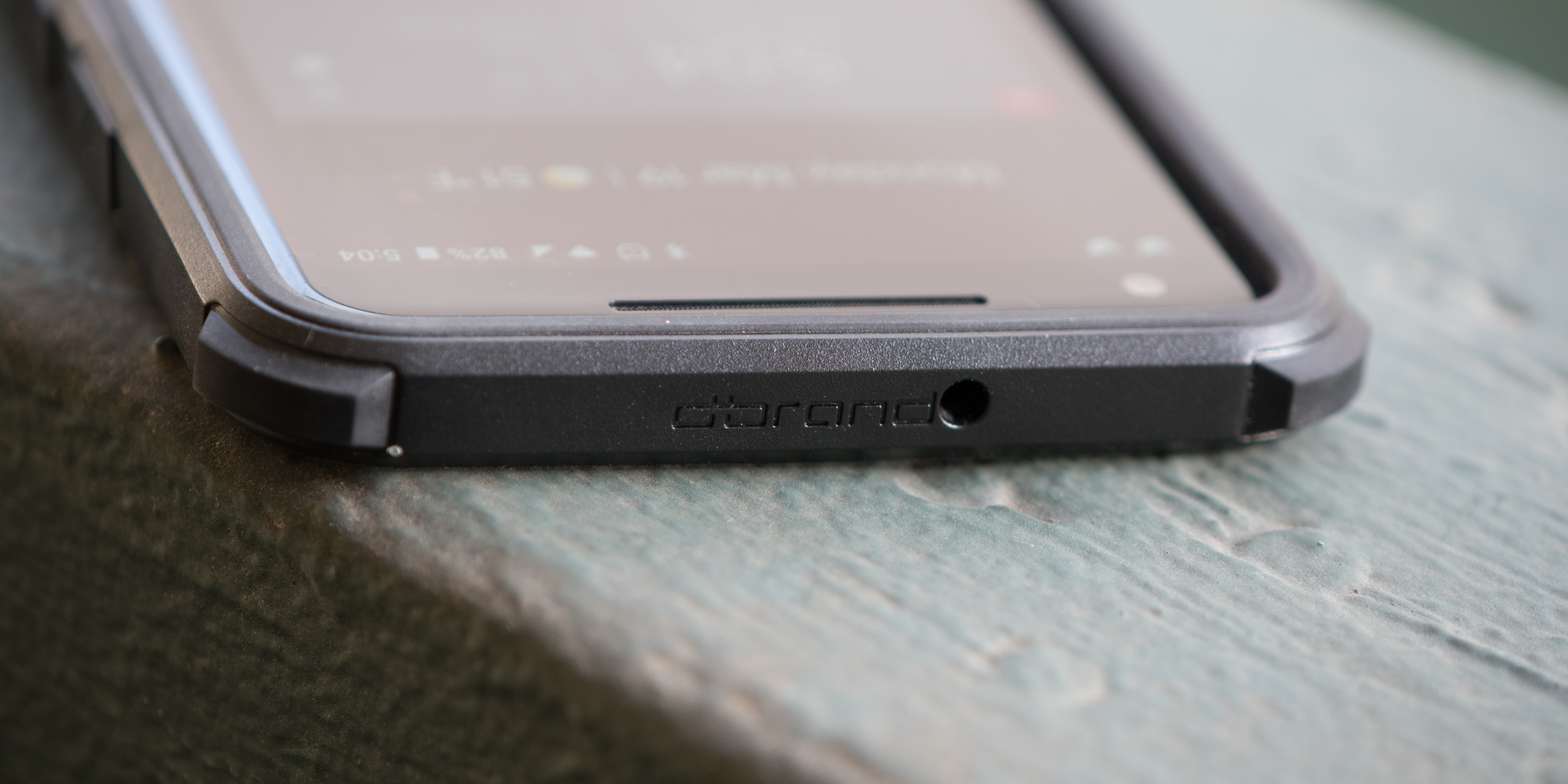 low priced 01732 046e8 Comparison: How does the dbrand Grip hold up against RhinoShield's ...