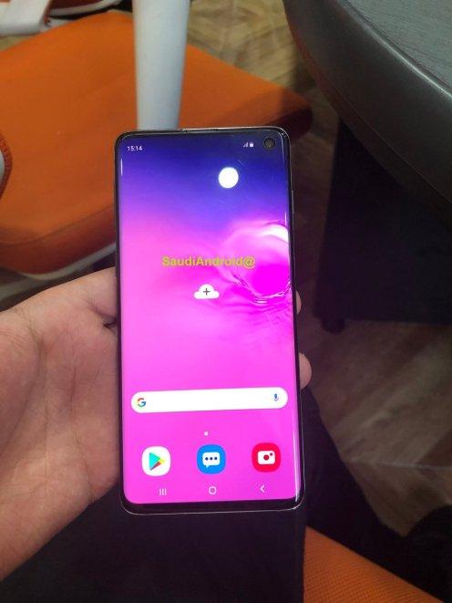 Die neuesten Samsung Galaxy S10-Lecks zeigen einen In-Display-Fingerabdrucksensor und eine Rückwärtsladung mit Galaxy Buds