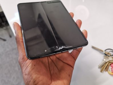 galaxy_fold_mkbhd_display_issue