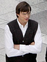 EXCLUSIVE Ashton Kutcher filming Steve Jobs movie